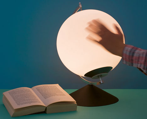 Dynamic Hand-Powered Lamp Takes Kinetic Energy For A Spin