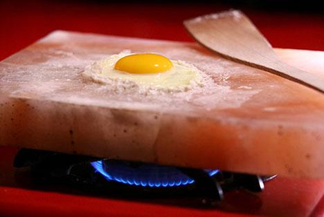 Himalayan Salt Plate: Cook Your Food On A Slab Of Salt