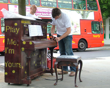 """Free Pianos Beg Londoners: """"Play Me, I'm Yours"""" [Setting Up]"""