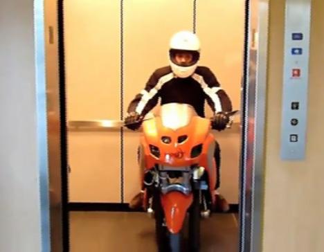 UNO III Streetbike [In An Elevator]